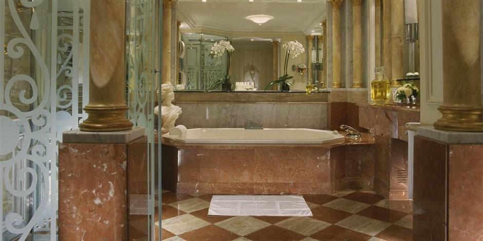 Hôtel Plaza Athénée 2 - 15 مورد از گرانترین هتل ها در دنیا